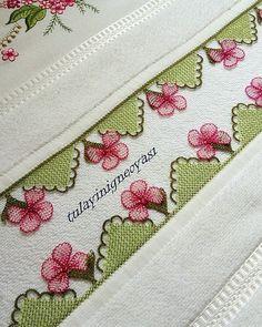 ❤❤❤ Yapım aşamalarını youtube kanalımda yıldız çiçeği adlı videoda bulabilirsiniz. Filet Crochet, Elsa, Card Holder, Cards, Instagram, Crafts, Manualidades, Dots, Rolodex