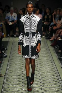 Burberry   Ready-to-Wear Spring 2017   Look 3