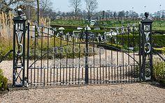 Smeedijzeren poort google zoeken smeedijzeren poorten pinterest zoeken - Leuningen smeedijzeren patio ...