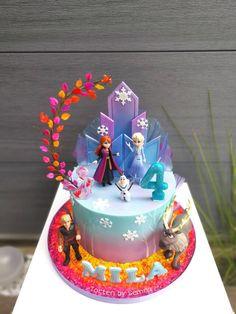 Frozen Themed Birthday Party, Disney Frozen Birthday, 4th Birthday Cakes, Frozen Doll Cake, Frozen Theme Cake, Pastel Frozen, Frozen 2, Tarta Frozen Disney, Rodjendanske Torte