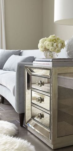 An easy way to add a little glamour to your living space // #metallictones #mirroredsidetable #livingroom