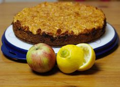 Apfel-Marzipan-Kuchen mit Cornflakes & Mandeln - Rezept
