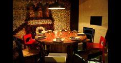 Os donos do La Gabinoteca optaram por uma decoração que eles mesmos classificam como anti-design, um projeto em que cadeiras adquiridas em antiquários e até um carretel de fios de eletricidade que serve como mesa são utilizados para receber os clientes