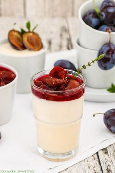 [homemade] Vanilla panna cotta with roasted strawberries Bavarian Recipes, Torte Recepti, Low Carb Burger, Roasted Strawberries, Party Finger Foods, Food Concept, Homemade Vanilla, Gluten Free Cooking, Eat Dessert First