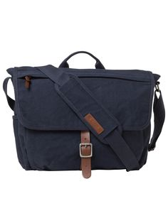This bag's laptop section lays flat on the X-ray belt so you can speed through security in style. Grab it, throw it over your shoulder, or hook it over luggage handles: with this versatile messenger, you're a jet setting pro.