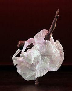Alvin Ailey American Dance Theater by Paul Kolnik - my favourite dance company in the world! Black Dancers, Ballet Dancers, Dancers Feet, Bolshoi Ballet, Shall We Dance, Lets Dance, Ballet Vintage, Vintage Circus, Dance Like No One Is Watching