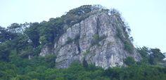 Tipy na výlet - Hričovský hrad | SPOZNAJ.EU Half Dome, Mountains, Nature, Travel, Naturaleza, Viajes, Destinations, Traveling, Trips