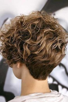 Messy Long Layered Pixie ❤ If you are considering a new shorter hairstyle, you should think about a short curly pixie cut. It is not only cute, but has become very trendy this year! Short Curly Cuts, Curly Hair Cuts, Short Hair Cuts For Women, Short Hairstyles For Women, Curly Hair Styles, Updo Curly, Long Curly, Pixie Cut Wavy Hair, Long Layered Curly Hair