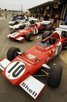 Interlagos GP, 1973 🇧🇷 The two Scuderia Ferrari in pit lane. Jackie Ickx and Arturo Merzario. Le Mans, Ferrari Scuderia, F12 Berlinetta, Classic Race Cars, Gilles Villeneuve, Formula 1 Car, Old Race Cars, F1 Racing, Road Racing