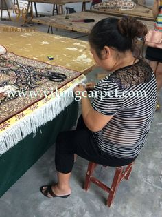 The lay is accomplishing a handmade silk rug in yilong carpet factory. www.yilongcarpet.com alice@yilongcarpet.com whatsapp & viber : 0086 15638927921