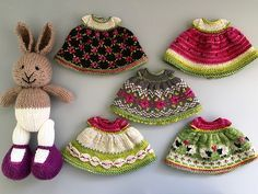 Ravelry: suzymarie's Bunny Dress Modifications Toys Patterns little cotton rabbits suzymarie's Bunny Dress Modifications Toys Patterns ravelry Knitted Bunnies, Knitted Animals, Knitted Dolls, Crochet Doll Dress, Knit Or Crochet, Crochet Baby, Crochet Birds, Knitted Baby, Crochet Beanie