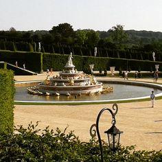 #versaillespalace #versailles #chateaudeversailles #fontaine #versaillesgardens #garden #instaversailles #milenaguideparis #picoftheday #louis14 #sunking #milenaguideparis #loves_paris