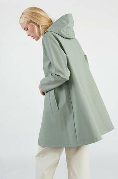 Stutterheim Raincoats Mosebacke Khaki Green - S Waterproof Trench Coat, White Rain Boots, Green Raincoat, Professional Wear, Rain Wear, Khaki Green, Preppy Style, Girls Shopping, Rain