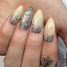 #neutralnails #glitternailart