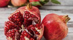 Granátové jablko se postará o vaše neduhy a mládí – co dalšího vám jeho konzumace přinese? | Chrudimka.cz Natural Blood Pressure, Healthy Blood Pressure, Lower Blood Pressure, All Fruits, Healthy Fruits, Pur Jus, Vida Natural, Pomegranate Juice, Batch Cooking