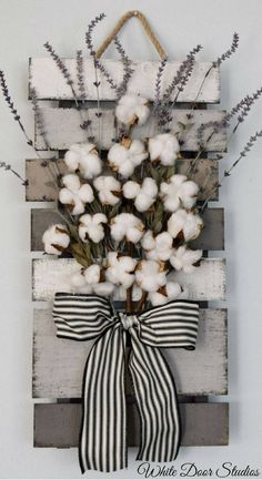 Farmhouse chic in an unexpected way. Faux lavender, rustic cotton stems and a rustic wood pallet come together to create a warm and inviting piece perfect for any room of your home. Cotton and Lavender Farmhouse Style Wall Decor, rustic decor, rustic home decor #ad #rustichomedecor
