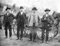 Szegedi tanyasi legények ünneplőben, 1908.