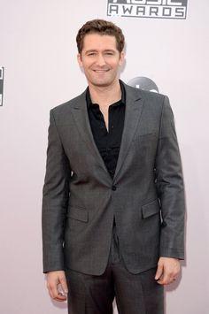 Pin for Later: Seht hier alle Stars auf dem roten Teppich bei den American Music Awards! Matthew Morrison