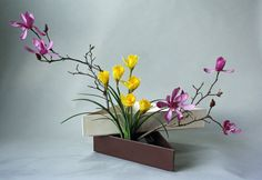 Using-two-kenzans-narcissus-and-tulip-magnolia