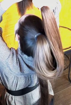 VIDEO - Mila's heavy ponytail - RealRapunzels Long Ponytail Hairstyles, Long Hair Ponytail, Long Ponytails, Short Curly Hair, Long Silky Hair, Super Long Hair, Thick Hair, Beautiful Long Hair, Gorgeous Hair