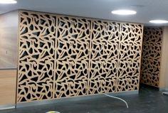 Laserschneiden von Wandverkleidungen aus MDF mit Lärche furniert für den Gastrobereich - ZB-Laser AG