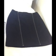 """ANN TAYLOR SOLID BLACK SKIRT DRESS SKIRT SIZE 8 Ann Taylor dress skirt solid black with lining, two front 20"""" zipper, only the left one is operational with 9"""" opening and small snap closure. Nice textured material.  The rear skirt is about 1/4"""" longer than the front.  Waist approximately 31"""".  Shell:  47% cotton, 42% rayon & 11% nylon.  Lining:  94% polyester and 6% spandex. Ann Taylor Skirts Midi"""