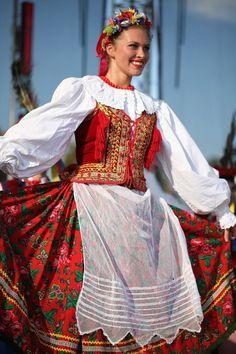 Polish Folk Costumes / Polskie stroje ludowe — Regional costume from Kraków, Poland [source]. Polish Embroidery, Costume Ethnique, Polish Clothing, Polish Folk Art, Costumes Around The World, Folk Dance, Beautiful Costumes, Folk Costume, Traditional Dresses