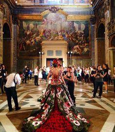 Backstage do desfile da Dolce & Gabbana Alta Moda Fall 2016 foi montado dentro de uma igreja (Foto: Instagram/Reprodução)