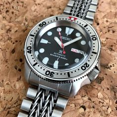 Mod: SKX Named after the Terminator—thanks to my buddy Rob for the name. Been looking to combine the Top Hat Sapphire, SKX Steel… Best Looking Watches, Cool Watches, Watches For Men, Seiko Skx, Seiko Watches, Seiko Marinemaster, Seiko Monster, Seiko Diver, Stylish Men