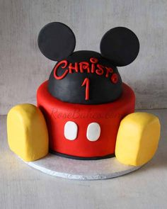 I share tips and details on how to make this Mickey Mouse Cake and Smash Cake! Perfect for a Disney or Mickey Mouse Clubhouse party!