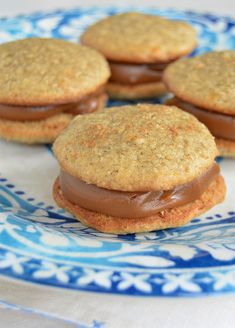 Alfajores de avena y dulce de leche / Recetas dulces, fáciles y ricas! My Recipes, Sweet Recipes, Cake Recipes, Dessert Recipes, Cooking Recipes, Favorite Recipes, Desserts Espagnols, Tortas Light, Tasty