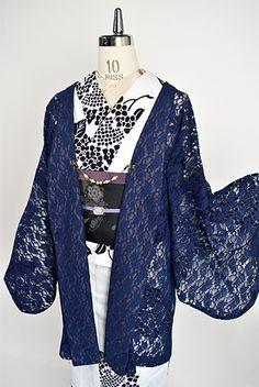 ネイビーブルー美しい繊細なレースの、軽やかに身にまとっていただける着物カーディガンです。