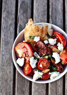 La salade de tomates rôties et chorizo de Jamie Oliver…Ca vous tente? La recette est là.