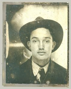 * Vintage Photo Booth Picture * Young man with hat and an expression that tugs at my heart for some reason. Vintage Pictures, Old Pictures, Vintage Images, Old Photos, Vintage Men, Time Pictures, Vintage Magazine, Vintage Photo Booths, Photos Booth