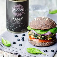 Black Bean and Sweetcorn Burger Biona - Main courses Organic Almond Butter, Long Grain Brown Rice, How To Make Guacamole, Organic Recipes, Ethnic Recipes, Ripe Avocado, Fresh Coriander, Cookies Ingredients, How To Cook Quinoa