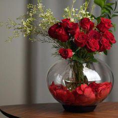 Flower Centerpieces, Flower Vases, Wedding Centerpieces, Red Wedding Decorations, Calla Lily, Vases Decor, Hand Blown Glass, Decor Pillows, Decorative Pillows