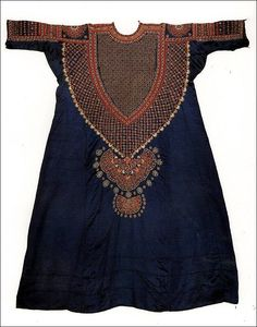 would love to frame this.Gujarat, India, Woman's tunic, cotton/silk/mirrors, c. Ethnic Fashion, Cute Fashion, Indian Fashion, Boho Fashion, Womens Fashion, Costume Ethnique, Looks Style, My Style, Style Ethnique