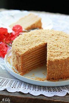 "Mamina jela: Ruski ""Medovik"" - varijanta sa karamel kremom i orasima. Russian Honey Cake, Russian Cakes, Medovik Cake Recipe, Honey Cake Recipe Easy, Cookie Recipes, Dessert Recipes, Kolaci I Torte, Torte Cake, Almond Cakes"