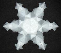 origami-zu-weihnachten-weiße-schneeflocke