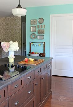 Creating it farmhouse designs is a great decision! Obtain our best ideas for creating a sophisticated, rustic, small, and modern farmhouse kitchen decor. Small Farmhouse Kitchen, Rustic Country Kitchens, Modern Farmhouse Kitchens, Modern Farmhouse Decor, Kitchen Modern, Best Paint Colors, Kitchen Paint Colors, Paint Colours, Kitchen Images