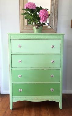 D.D.'s Cottage and Design: How to paint a Green Ombre Dresser