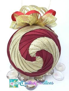 Quilted Christmas Ornaments, Royal Christmas, Pinecone Ornaments, Great Christmas Presents, Ball Ornaments, Christmas Balls, Christmas Decorations, Folded Fabric Ornaments, Hostess Gifts