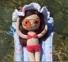 Patrón gratis amigurumi de muñeca de verano Espero que os guste tanto como a mi! Idioma: Español Visto en la red y colgado en mi pagina: