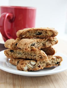 Vegan Maple Almond Spice Biscotti by naturalnoshing: Crunchy and lightly sweetened. Best biscotti ever - and just happen to be gluten free and vegan! Mighttt skip the raisins.This would be perfect for dipping in my chai tea. Vegan Treats, Vegan Snacks, Healthy Treats, Vegan Desserts, Dessert Recipes, Gluten Free Sweets, Gluten Free Baking, Vegan Baking, Gluten Free Recipes