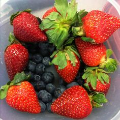 Strawberry Smoothies, Healthy Food, Healthy Recipes, Berries, Fruit, Healthy Foods, Healthy Eating Recipes, Bury, Healthy Eating
