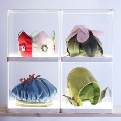 Assorted VITSIG children's hats in SYNAS lighting boxes