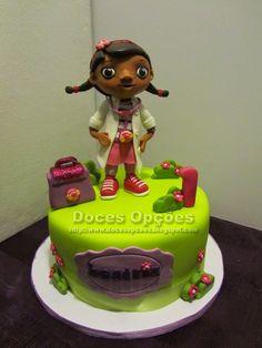 Doces Opções: Bolo com a Doutora Brinquedos no 1º aniversário da...