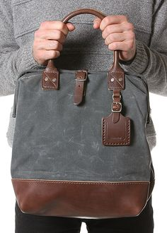 Billykirk No 164 Small Carryall.  Billykirk products are handmade in PA, USA by Amish artisans. Horween leathers are treated with natural oils, beeswax and vegetable based dyes to age with dignity.