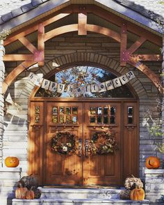 This autumn we asked you to show us your fall front door style on Instagram. We loved all of your #MyPotteryBarn snapshots and want to share our top 5 favorite moments.