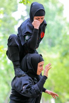 They are lethal. Warrior Girl, Warrior Princess, Kyokushin Karate, Female Ninja, Female Martial Artists, Art Of Fighting, Ninja Art, Human Poses Reference, Martial Arts Workout